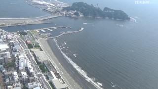 閉鎖された海水浴場に人出…片瀬海岸西浜